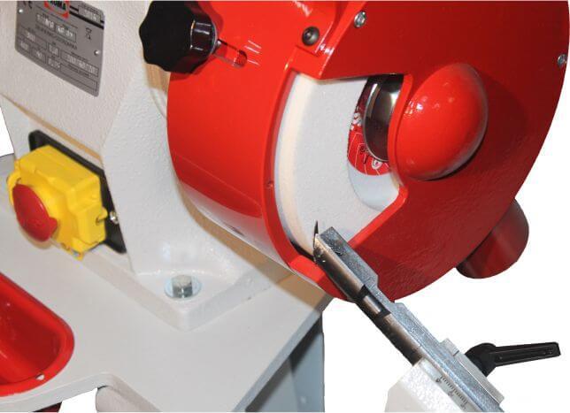 Szlifierko-ostrzarka z przyrządem do ostrzenia wierteł i odchylanym stołem